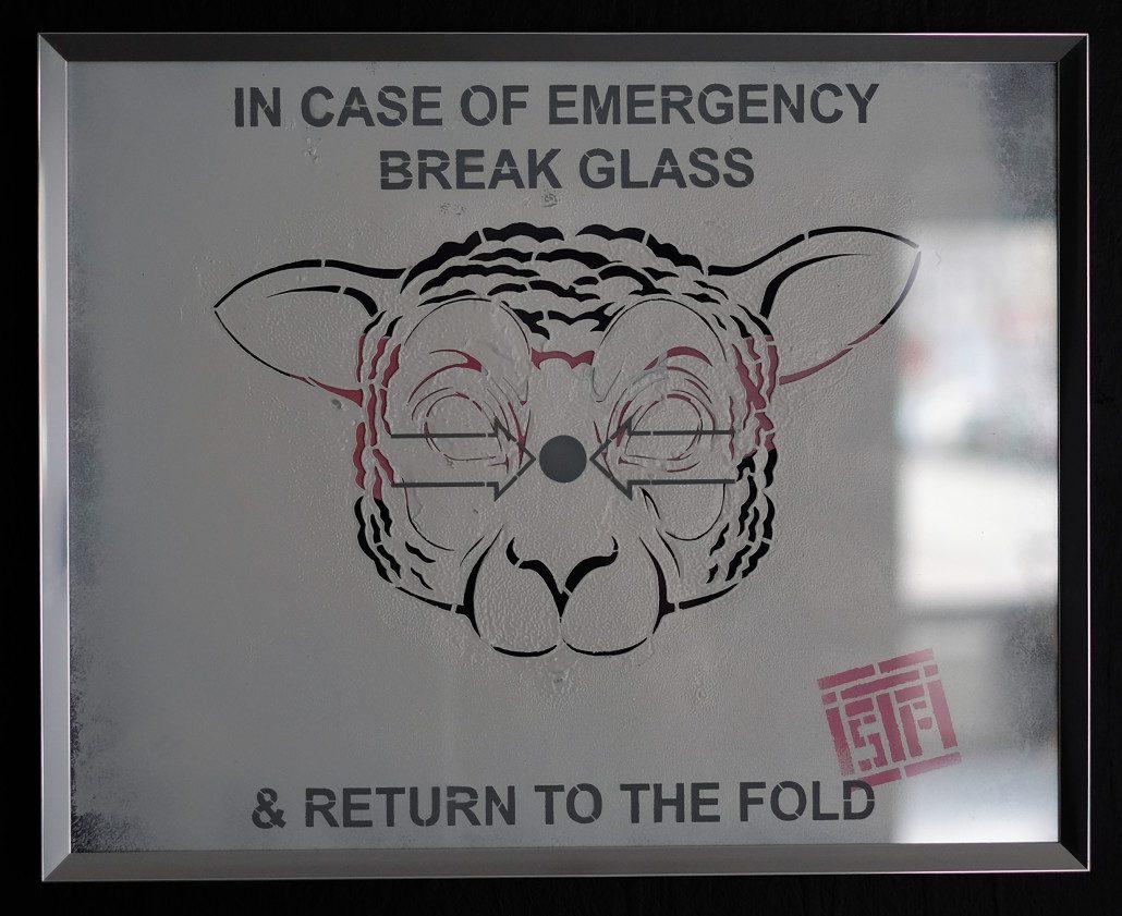 2016 - Indoor - In Case of Emergency - Pochoir sous verre