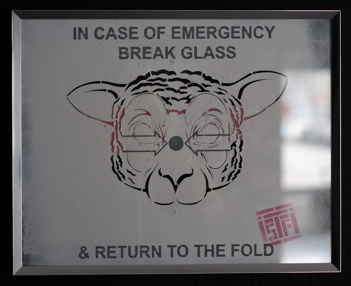 2016 - Indoor - In Case of Emergency - Pochoir sous verre